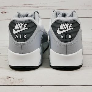 finest selection a0937 2fd3d Nike Shoes - Nike Air Max 90 Gray and White Size 9 M